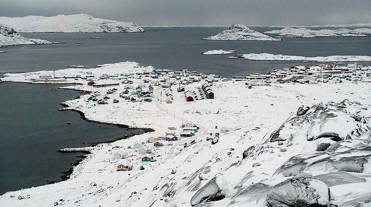 остров гренландия фото из космоса